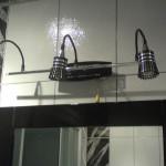 Установка светильника над зеркалом в ванной комнате. Благовещенск