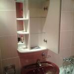 Крепление полки-зеркала в ванной. Благовещенск