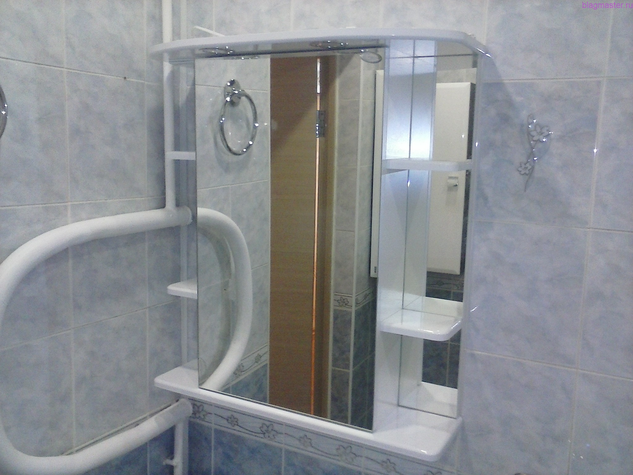 Крепление зеркала в ванной комнате