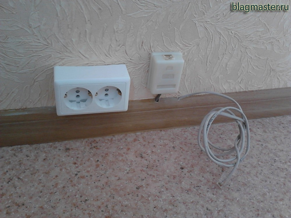Прокладывание проводов в плинтусе, установка розеток