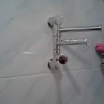 Крепление вешалки для полотенец в ванной комнате